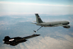 61-7956 KC-135T refuels SR-71B in 1995
